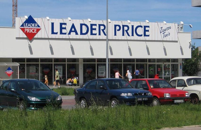 Four cars parked in front of Leader Price store