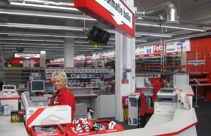Media Markt employees in red shirts at information desk